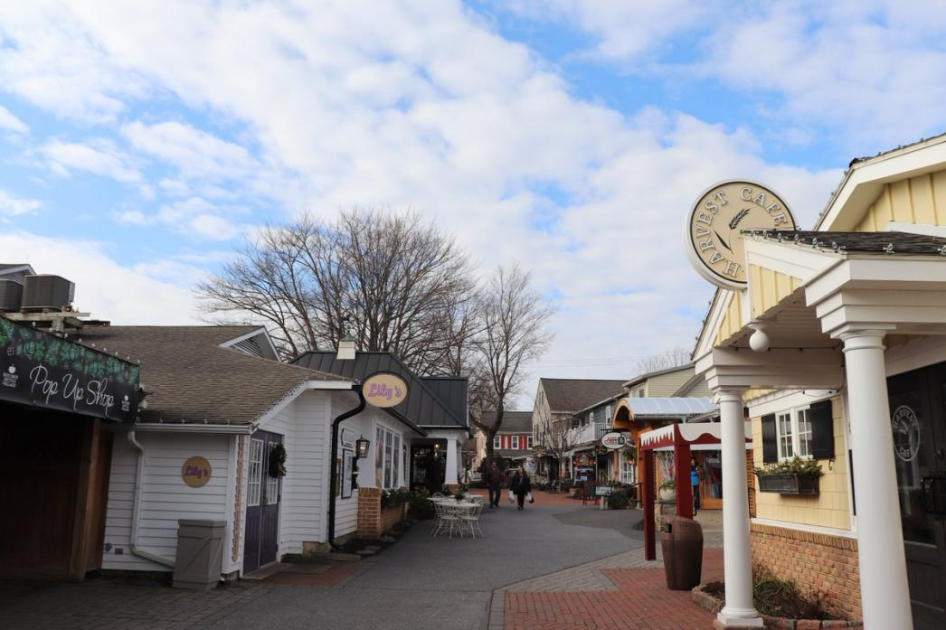 Name:  Beautiful day in Lancaster County, PA at Kitchen Kettle Village.jpg Views: 51 Size:  93.4 KB
