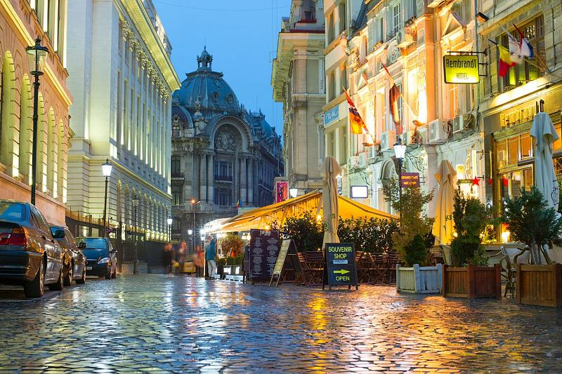Forecasting-old-town-bucharest-cobblestoned-streets-outdoor-restaurants.jpg