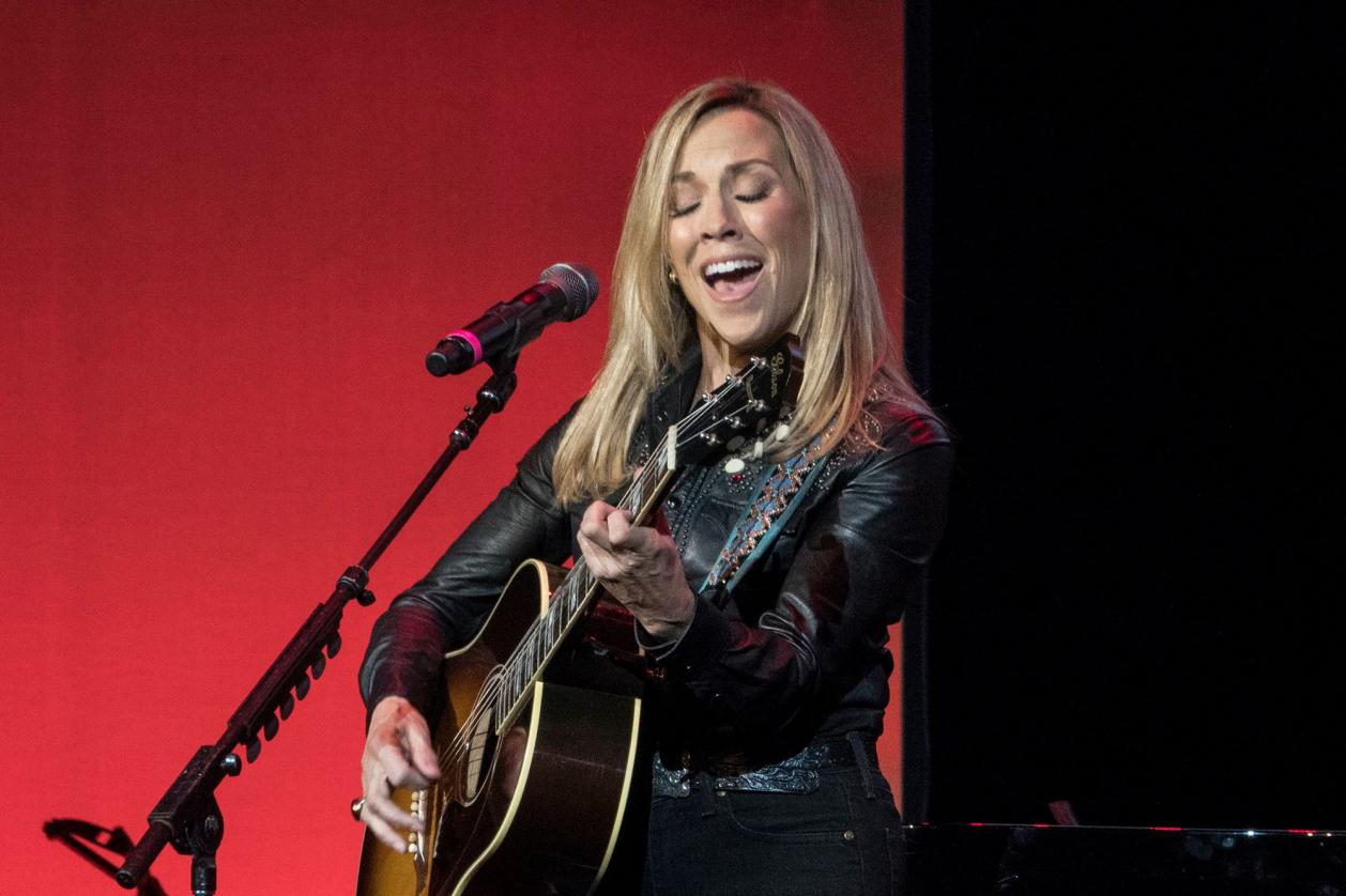 Name:  sherylcrow-lanterntour.jpg