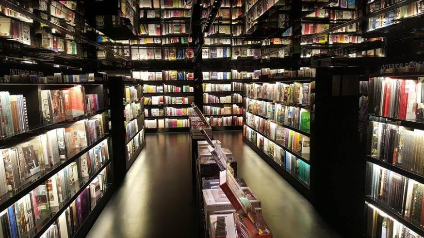 Name:  An amazing little bookstore in Hong Kong.jpg