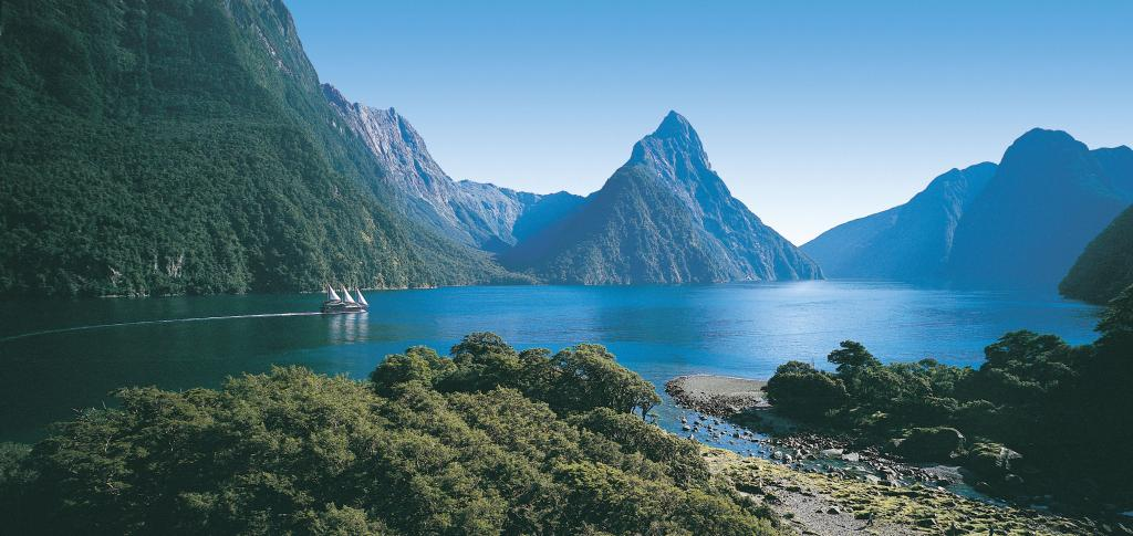Name:  Fiordland-Milford-Sound-Mitre-Peak.jpg