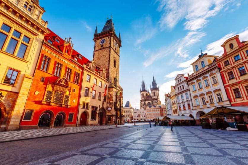 Name:  Town-hall-and-streets-in-Prague.jpg